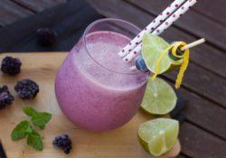 Frullato proteico ai frutti di bosco